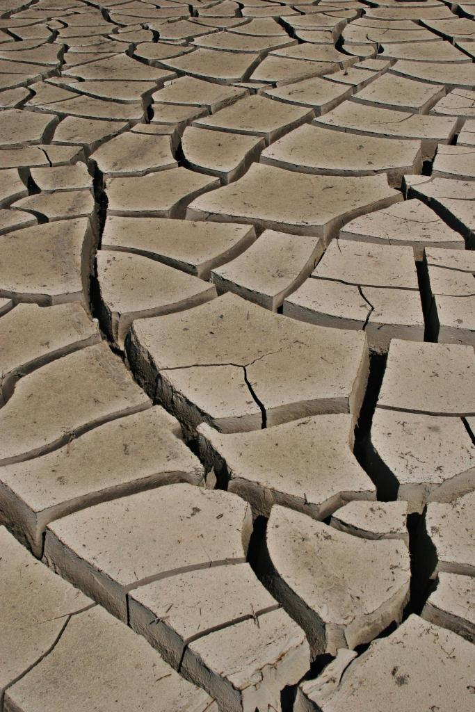 cracks on earth